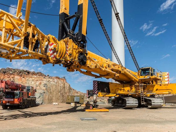 NEW JOHNSON CRANE HIRE MACHINE REDUCES TURNAROUND TIMES FOR WIND FARM LIFTS