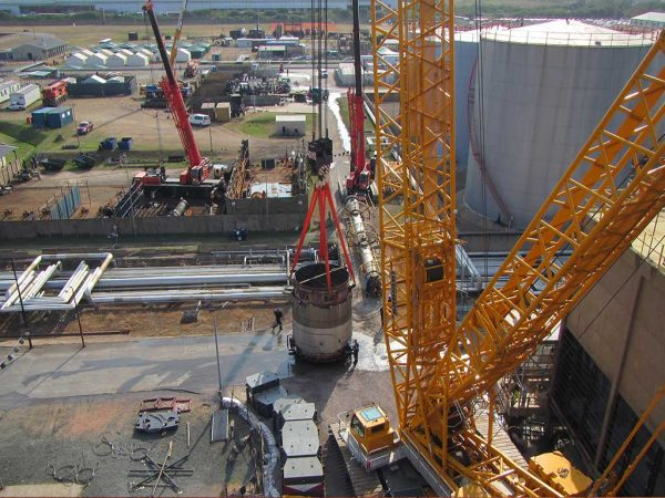 JOHNSON CRANE HIRE UNDERTAKES HEAVY LIFTS AT SHELL & BP'S SAPREF REFINERY